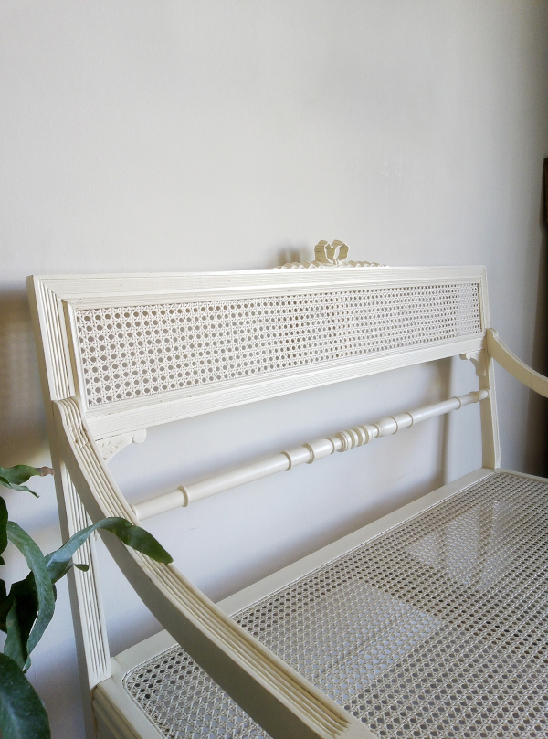 banc-style-louis-xvi-bois-cannage-blanc-vintage